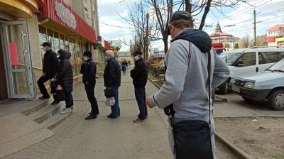 У Чернівцях під магазинами ажіотаж після заяви ОДА про посилення карантину - фото