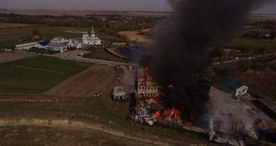 Масштабна пожежа в монастирі на Рівненщині: площа вогню сягнула 400 кв м