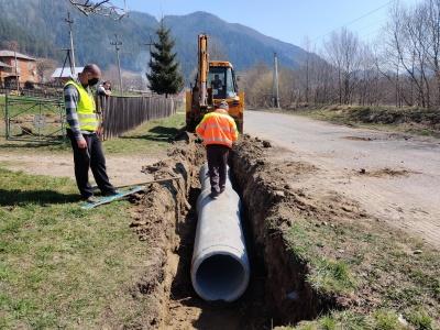 У горах ремонтують дорогу, яка з'єднує Прикарпаття й Буковину – фото