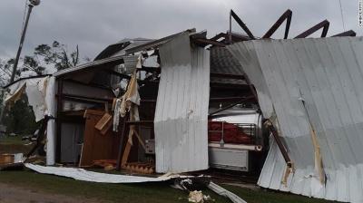 У США через потужні торнадо загинули 6 осіб - відео