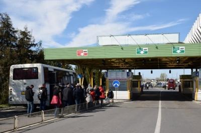 Ажіотаж на кордоні: заробітчани тисячами повертаються додому на свята
