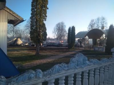 У селі на Буковині перед самою  Пасхою вщент згоріла церква – фото
