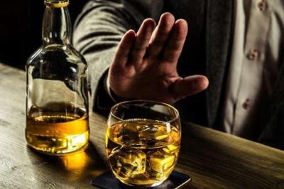 Лікар розповів про дію алкоголю під час коронавірусу