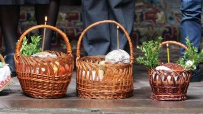 Великдень вдома: на Буковині кілька священників будуть освячувати кошики біля будинків