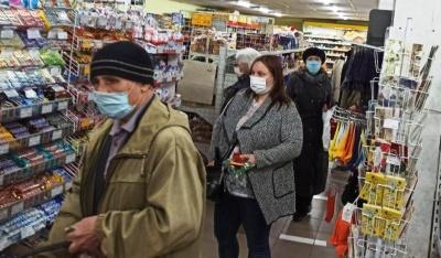 У Чернівцях мешканці напередодні Великодня «штурмують» продуктові магазини – фото