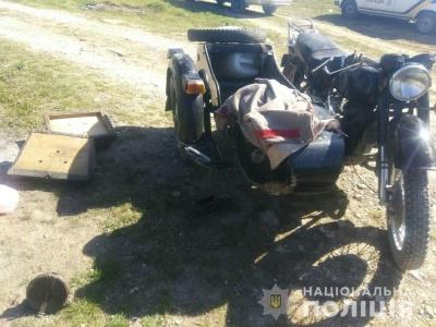 На Буковині п'яний мотоцикліст з пасажиром з'їхали в кювет – обоє травмовані