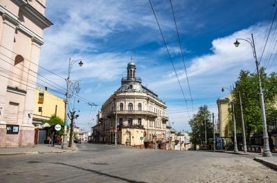 Чернівці безлюдні: вулиці міста порожніють через карантин і Великдень – фото