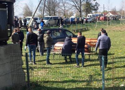 Плакало все село: на Буковині поховали двох юнаків, які померли в лікарні з підозрою на COVID-19 – фото