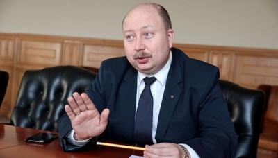 Уряд: Суворий карантин можуть продовжити через масові служби у Почаєві та Святогірську
