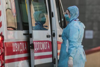 Уряд погодив виплати до 300% зарплати медикам, які лікують хворих на Covid-19