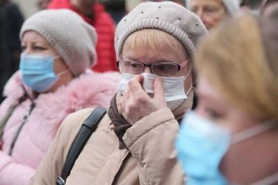 Шмигаль: українці точно носитимуть маски цьогоріч. Можливо, й наступного року