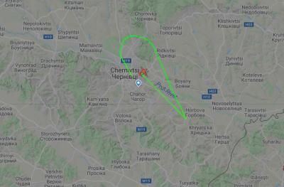 Над Чернівцями кружляє літак: в аеропорті пояснили, що це за польоти