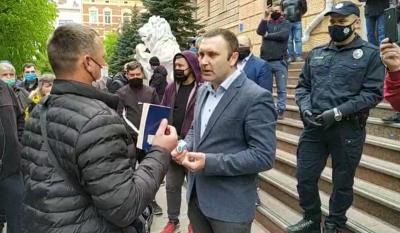 Пікет під Чернівецькою ОДА: підприємці вимагають зустрічі з Осачуком