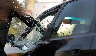 У Чернівцях поліція затримала зловмисника, який намагався викрасти Mercedes