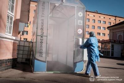 У Чернівецькій обласній лікарні з'явився дезінфекційний тунель – фото
