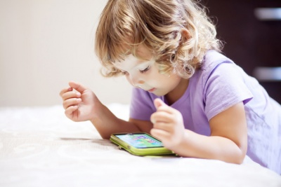 Чому дитині до трьох років не можна давати гаджети