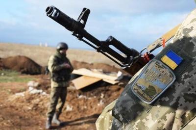 Доба на Донбасі: двоє українських військових отримали поранення