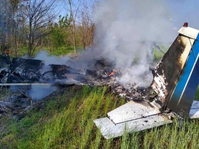 Біля Дніпра розбився невеликий літак: двоє людей загинули - відео