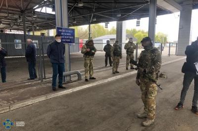 СБУ затримала прикордонників, які збирали «данину» за перетин кордону - фото
