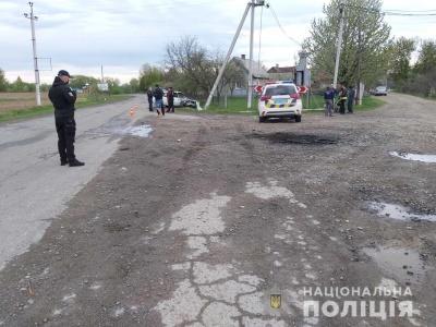 На Буковині «Жигулі» врізались в електроопору – постраждали двоє осіб