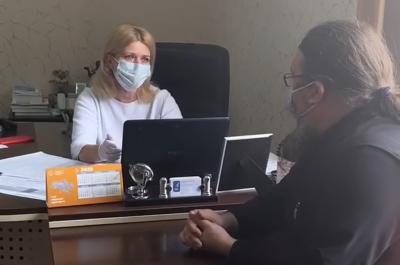 Священник, який кашляв на журналістів «МБ», не здавав аналізи на COVID-19