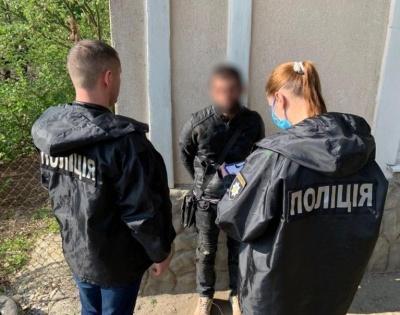 Викрадали гроші, ювелірні вироби: у Чернівцях затримали квартирних крадіїв