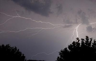 Штормове попередження: на Буковині очікується гроза і сильний вітер