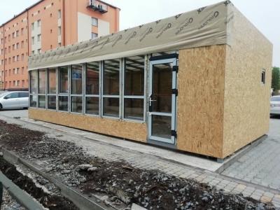 У Чернівцях демонтують кіоск, який збудували біля перинатального центру