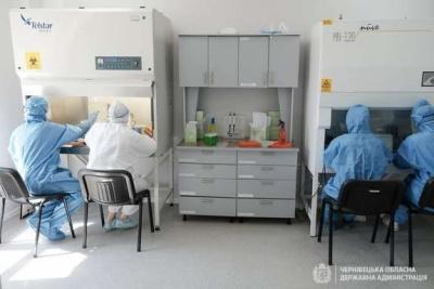 Медик пояснила, чому в Чернівцях пацієнти довго чекають результати аналізів на COVID-19
