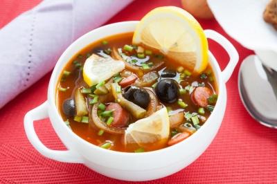 Солянка: рецепти смачного та ароматного супу з м'ясним асорті