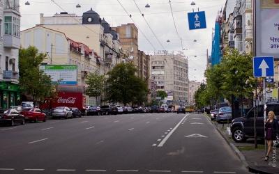 Уряд дозволив таксі їздити по смузі громадського транспорту