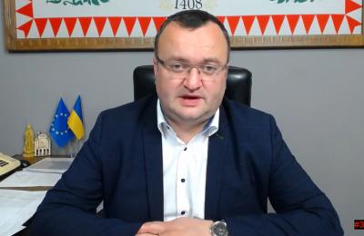 Каспрук закликав скаржитись йому, якщо в школах Чернівців майбутніх «першачків» викликають на співбесіди