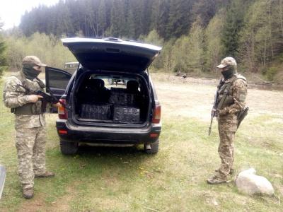 Стрілянина на кордоні: на Буковині силовики затримали два авто з цигарками