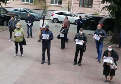 Жителі Дорошівців пікетують Чернівецьку ОДА через перспективний план
