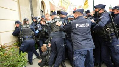 У Варшаві підприємці протестували проти карантину. Близько 400 осіб затримала поліція