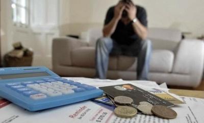 Щоб погасити позику, набрав 16 інших: економіст з Чернівців пояснив небезпеку швидких кредитів