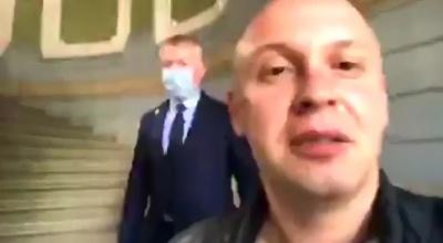 Біля Чернівецької ОДА почубилися журналіст і столичний блогер - відео