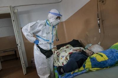 «Ми тут ніби на війні»: американські журналісти показали надважку роботу лікарів у Чернівцях