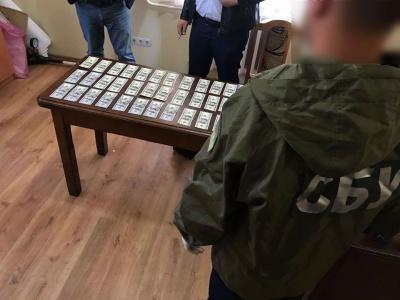 На Буковині на хабарі затримали депутата міськради