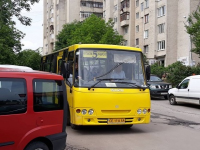 В Осачука вважають, що відновлювати громадський транспорт на Буковині ще зарано
