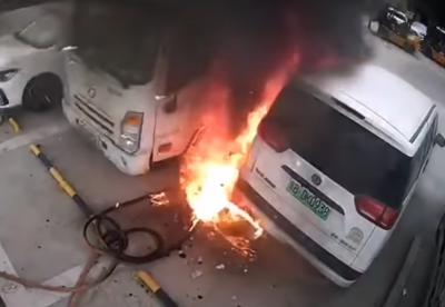 Як вибухає акумулятор електромобіля - показали вражаюче відео