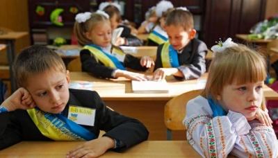 У школах Чернівців відновили прийом документів для запису «першачків»
