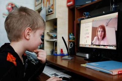 «Мрію повернутися до зошита і крейди»: чернівецькі вчителі розповіли про «плюси» та «мінуси» онлайн-навчання