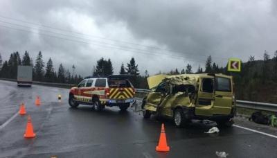 На Львівщині вантажівка протаранила мікроавтобус. 4 особи загинули