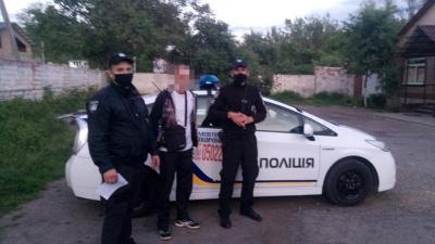 У Чернівцях затримали чоловіка, який незаконно проник на територію ресторану