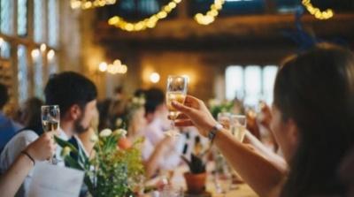 На Буковині відгуляли весілля на сотню осіб: власника ресторану покарають за порушення карантину