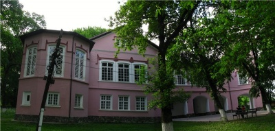 Невідома Буковина: «Алея закоханих» і романтичний замок