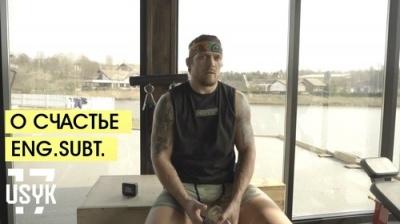 «Щастя поруч з нами»: Усик заспівав французькою - відео