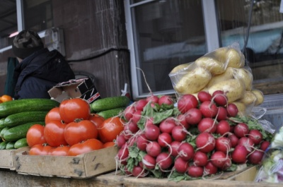Найбільше нітратів – у редисці й молодій картоплі: чи безпечні ранні овочі на ринках Буковини