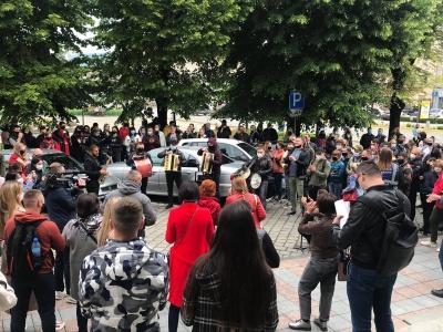 Протест із музикою: власники ресторанів Чернівців вимагають дозволити їм повноцінну роботу